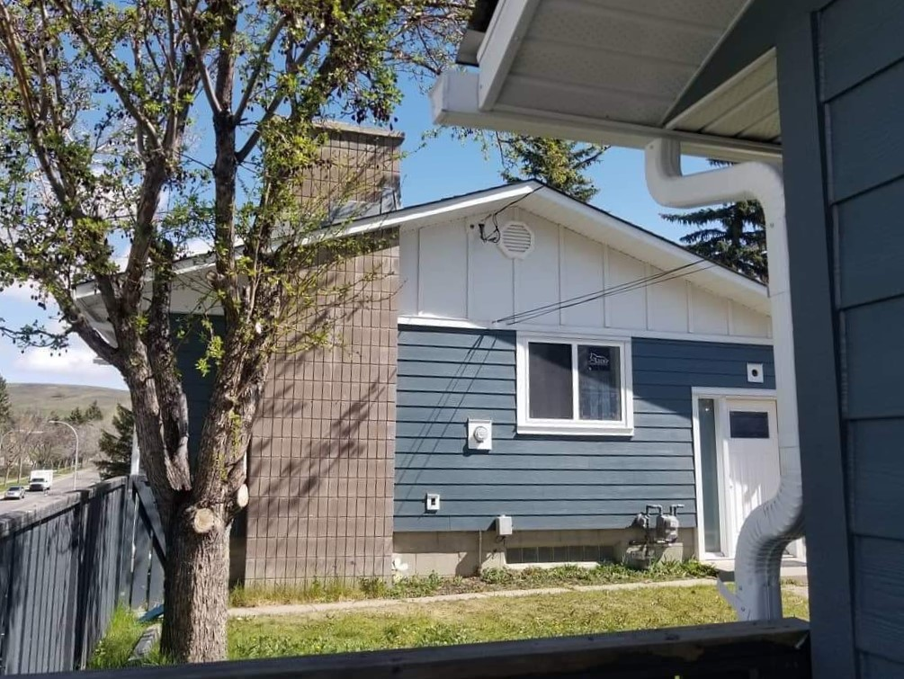 Siding renovation project for a single house in Calgary
